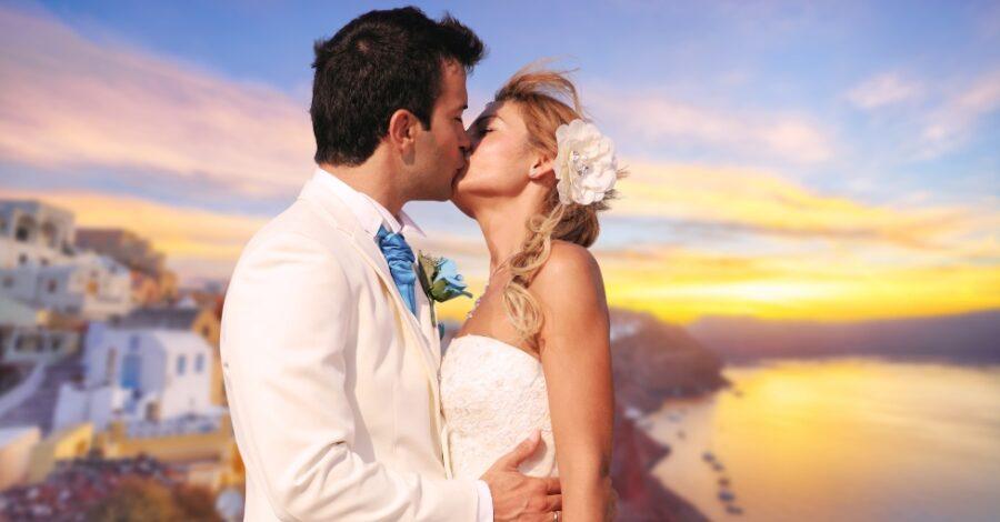 Hochzeitspaar küsst sich - Mediterrane Hochzeit