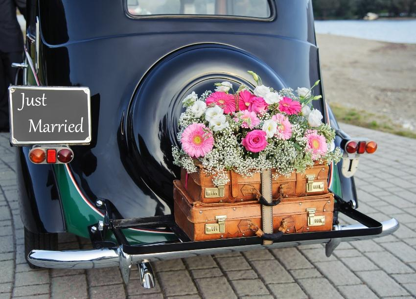 """Oldtimer Hochzeitsauto mit Schild """"Just Married"""""""