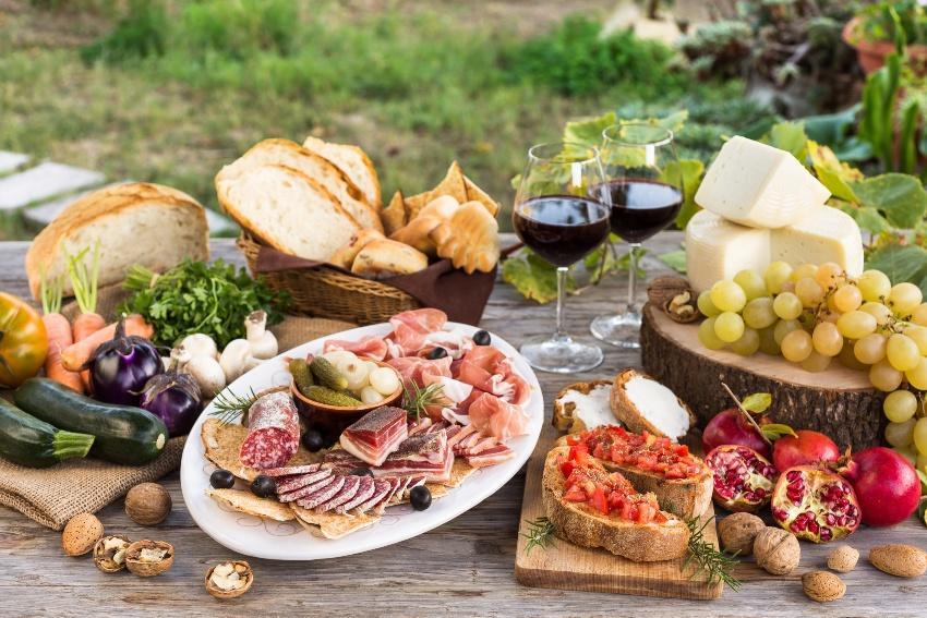 Auch die Kulinarik lässt sich auf das Motto abstimmen - Mediterrane Hochzeit