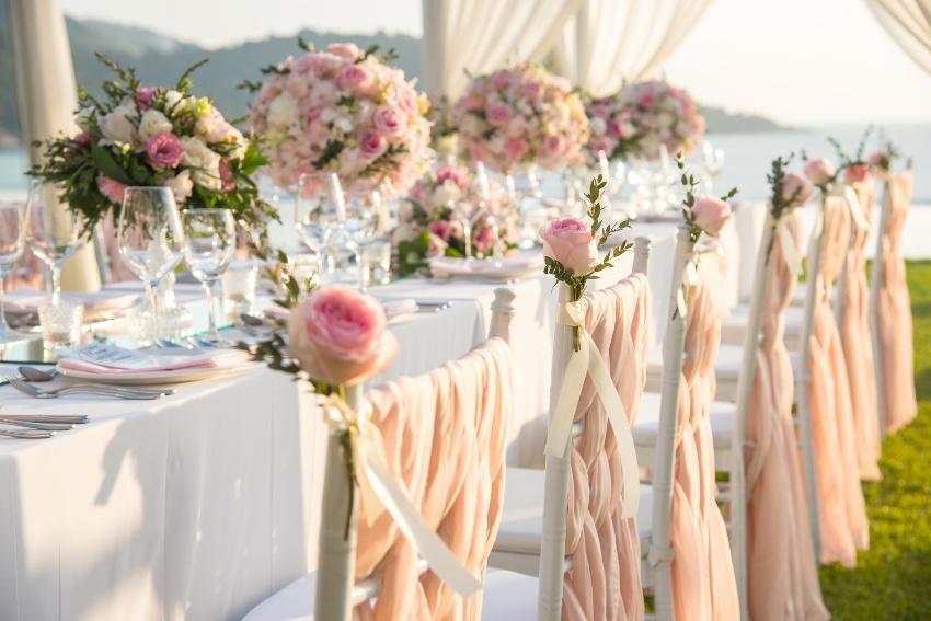 Hochzeits-Tisch-Dekoration in Rosé-Farben