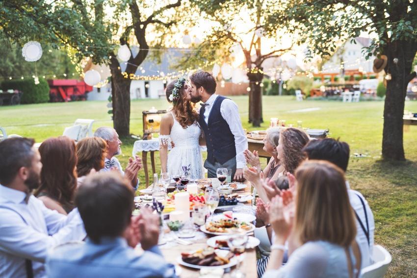 Hochzeit im Garten - Eco Wedding im heimischen Garten spart lange Anreisen