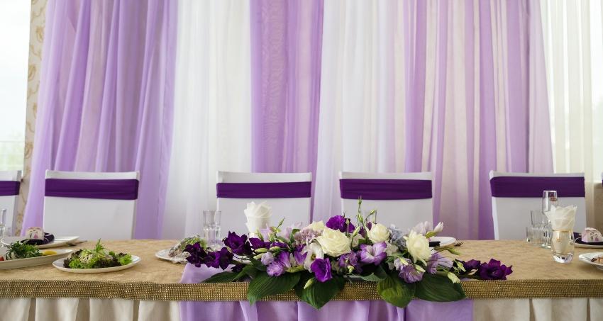 Hochzeits-Tischdekoration in Lila - Farbkonzepte sollten nur einige wenige Farbtöne einbringen