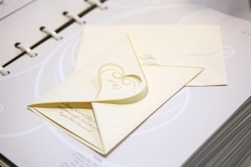 Hochzeitseinladung - bei der Eco Wedding kann man recyceltes Papier verwenden