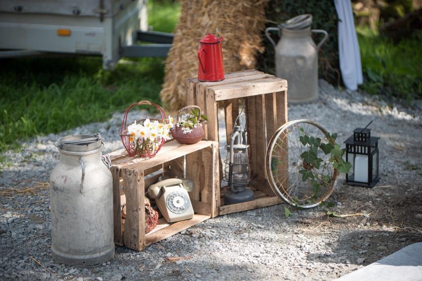 Diverse Objekte für eine rustikale Hochzeit
