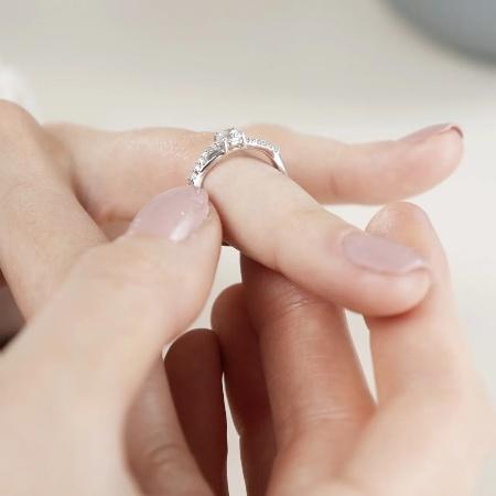 Royal Love | Moderner Verlobungsring aus 925 Silber mit Zirkonia