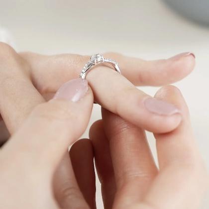 Royal Love Zirkonia | Moderner Verlobungsring aus 925 Silber mit Zirkonia (0,04 ct )